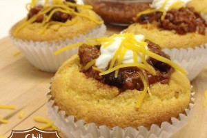 Chili Cornbread Cupcakes #SundaySupper Chili Cook-off