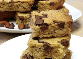 Triple-Nut-and-Chocolate-Chip-Oatmeal-Bars-www.InTheKitchenWithKP-recipe-healthy 2