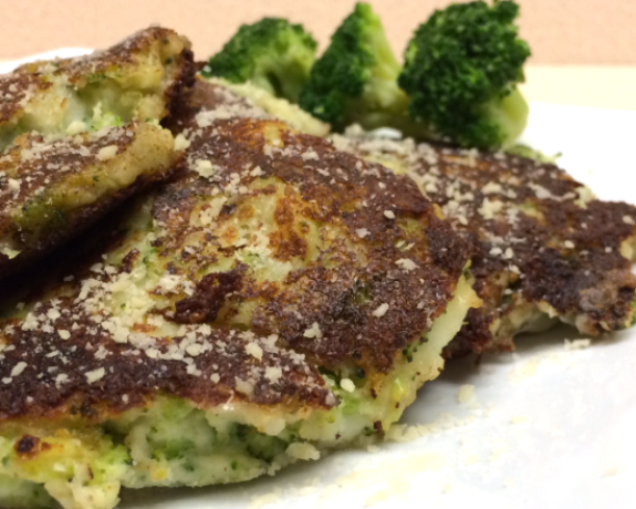 Broccoli and Parmesan Potato Pancakes #Recipe www.InTheKitchenWithKP slider