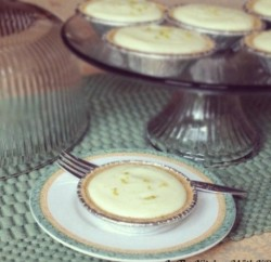 Mini-Classic-Key-Lime-Pies-www.InTheKitchenWithKP Pie Recipes SLIDER