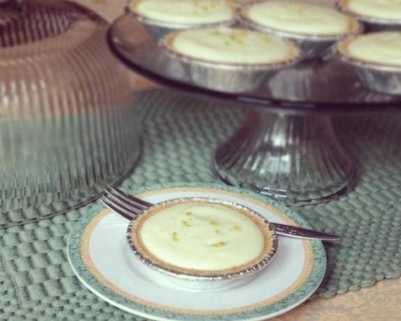 Mini-Classic-Key-Lime-Pies-www.InTheKitchenWithKP Pie Recipes SLIDER