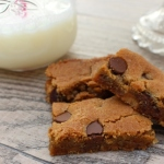 Caramel and Chocolate Chip Cookie Bars #fbcookieswap