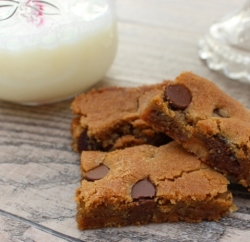 Caramel and Chocolate Chip Cookie Bars Recipe www.InTheKitchenWithKP slider