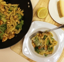 Garlic and Olive Oil Chicken Broccoli Pasta recipe www.InTheKitchenWithKP slider