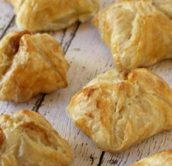 Baked Queso Empanadas recipe www.InTheKitchenWithKP slider