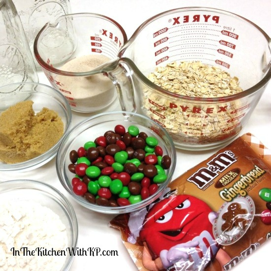 Gingerbread M&Ms and Oatmeal Cookie Mix in a Jar #HolidayMM #shop 4