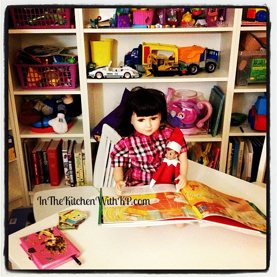 Elfie Hears a Story #ElfontheShelf www.InTheKitchenWithKP